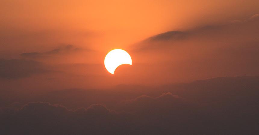 部分日食 キャンプで天体観測